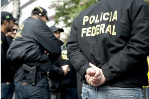 Bolsonaro determina aumento na remuneração de altos cargos da PF