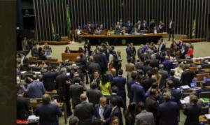 Câmara gasta R$55 milhões por mês só para pagar assessores de deputados