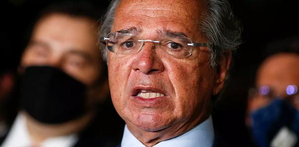 Paulo Guedes pode cair após debandada no Ministério da Economia