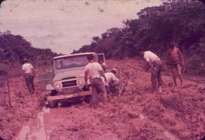 Estrada de Porto Velho a Guajará-Mirim na década de 80