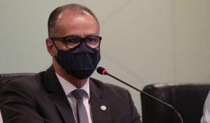 Presidente da Anvisa alerta: algumas vacinas vão requerer 3ª dose